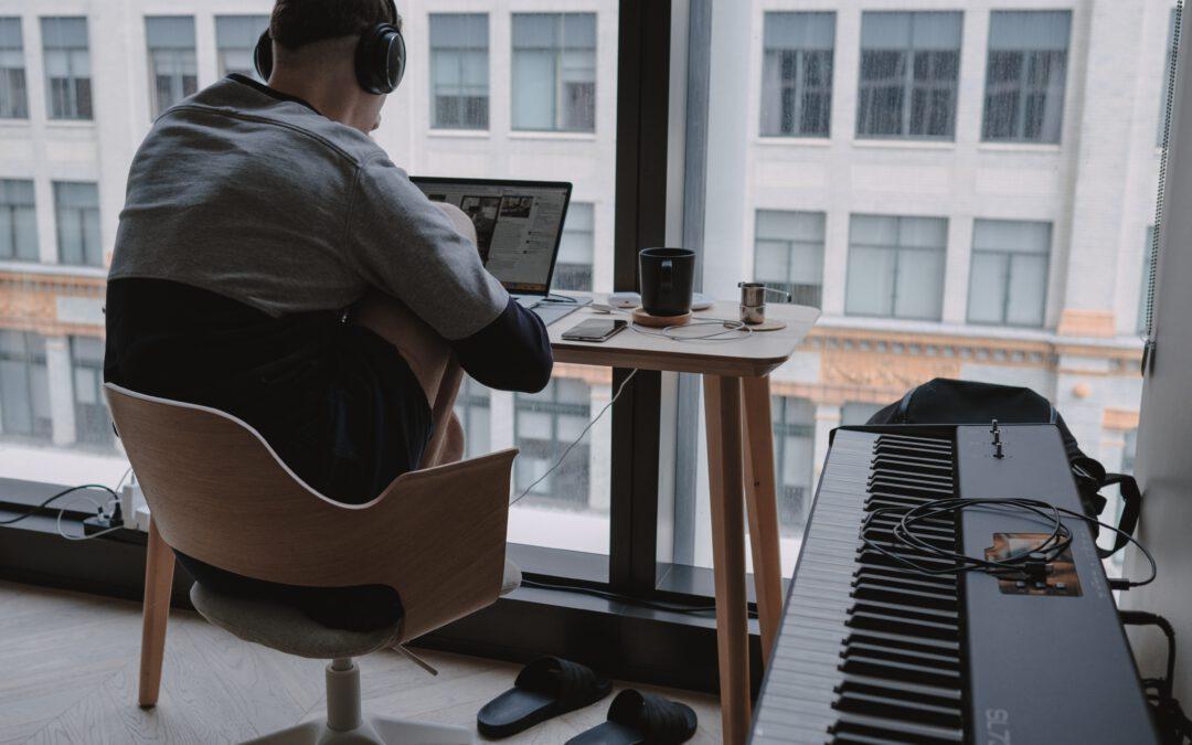 Werken op een bureaustoel